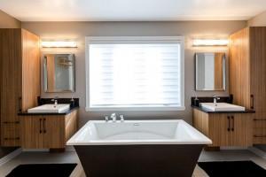 Belle salle de bain spacieuse que nous avons réalisé.